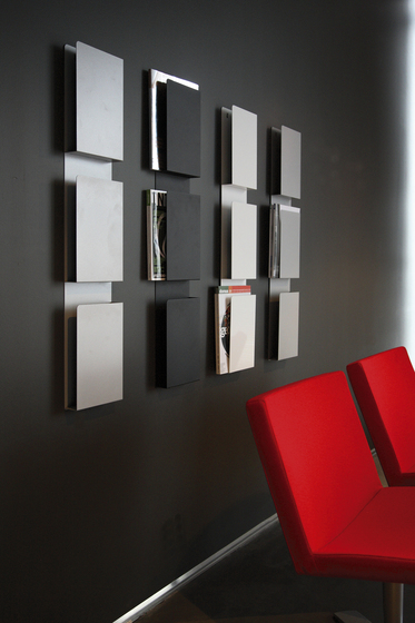 wall case brochure magazine display stands from inno. Black Bedroom Furniture Sets. Home Design Ideas