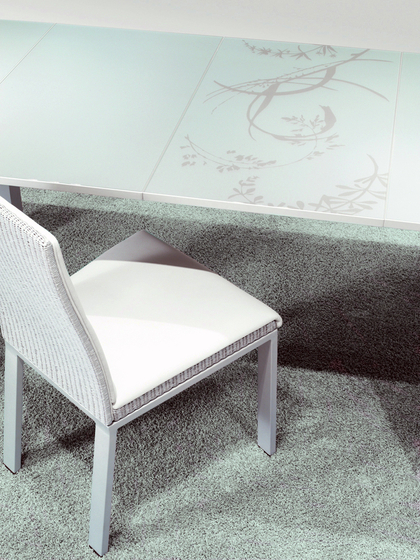 Signo Table by Accente