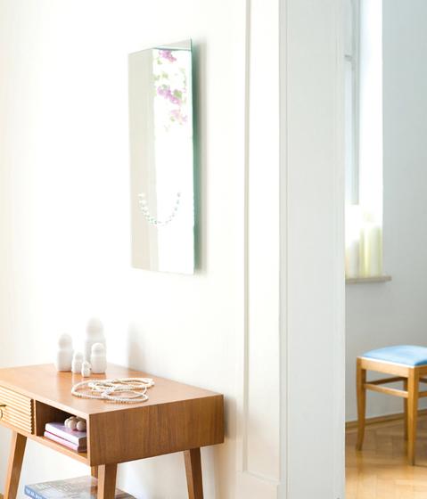 PEARLS Wall mirror by Schönbuch