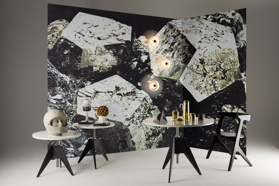 Screw Cafe Table White Marble Top 900mm de Tom Dixon