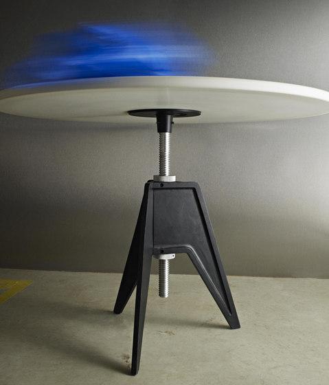 Screw Table Large Round de Tom Dixon