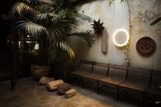Amigo | Wall Lamp by Santa & Cole