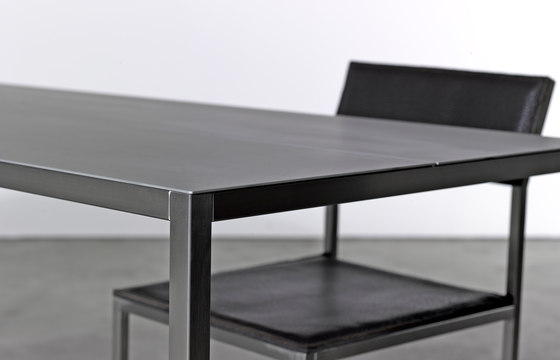 Table and Bench on_01 di Silvio Rohrmoser