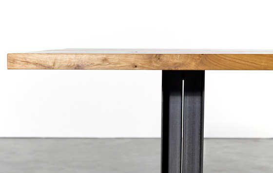 Table and Bench at_12 de Silvio Rohrmoser