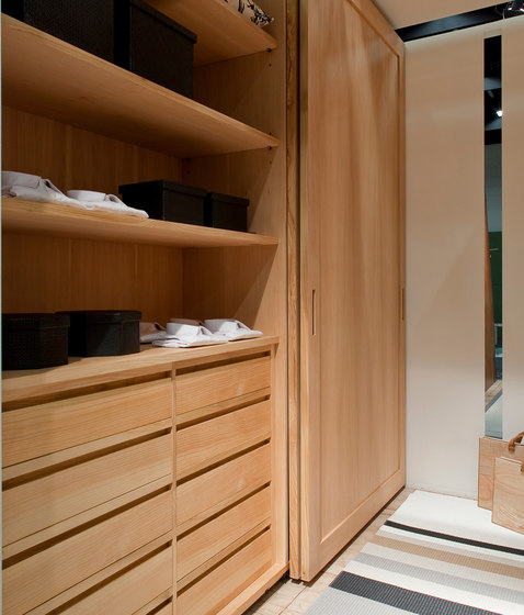 Trust | Walk-in closet by Riva 1920