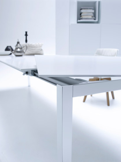 Ext Table by MDF Italia