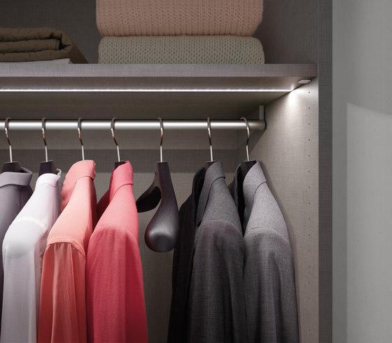 Legno interior closet storage system di raumplus