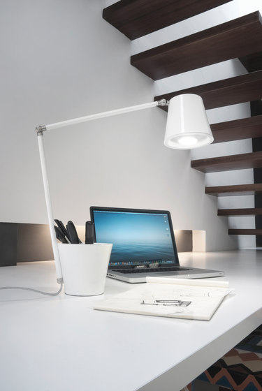Cap table lamp negro by almerich