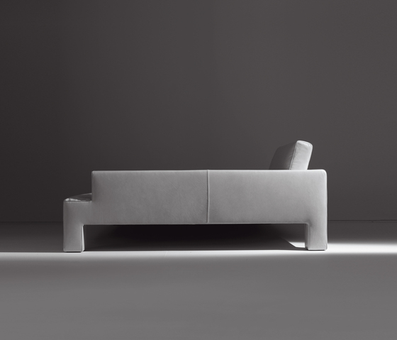 Alto Piano | Sofa by Laurameroni