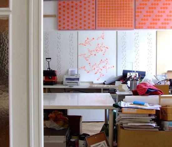 moveable wallpaper dots 1 di Nina Levett