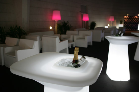 Moma High table by Vondom