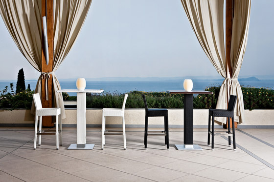 Lotus side table de Varaschin
