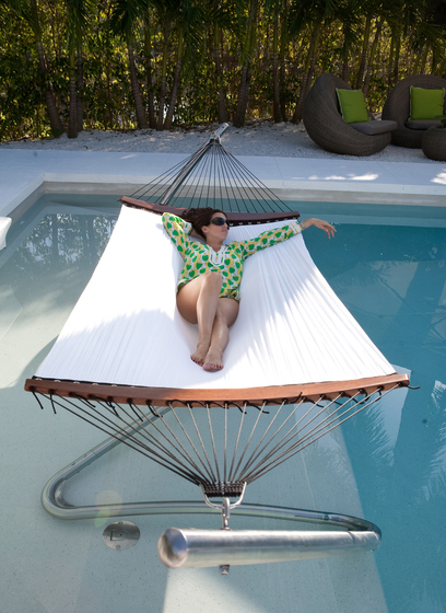 Wave Stand Hammock by TUUCI