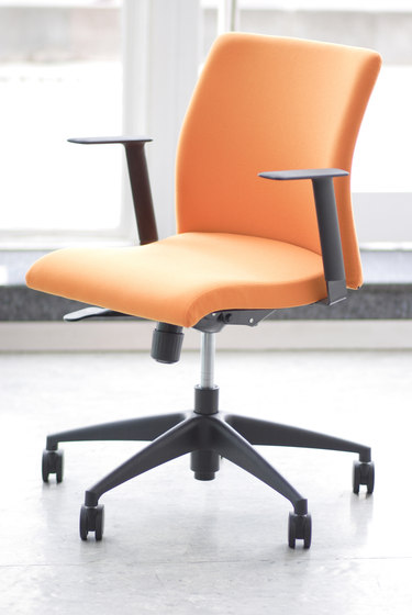 S Chair 4-Leg Visitor Chair by Nurus