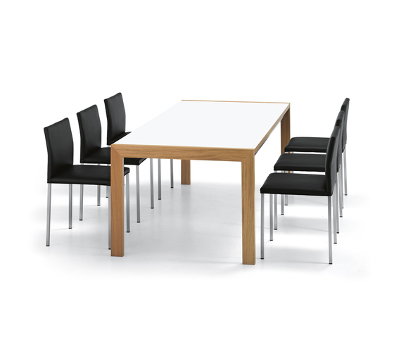 VENTURA Table by Girsberger