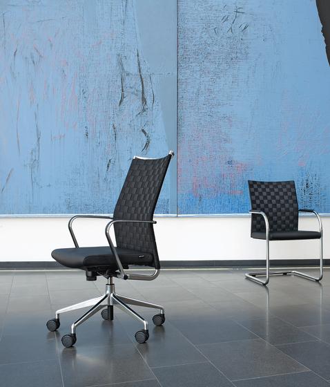 CORPO Cantilever chair di Girsberger
