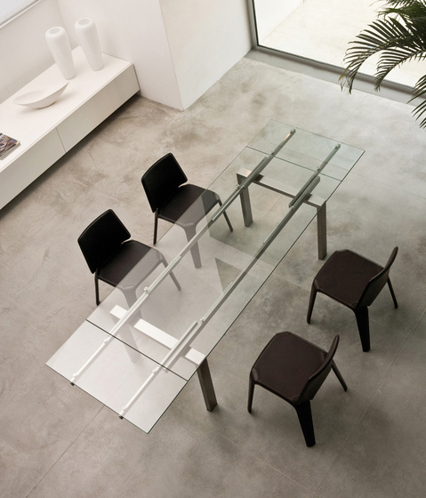 Magic dining tables from pedrali architonic for Table extensible kristalia