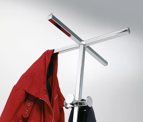 Feel Chromed coat-hanger by Planning Sisplamo