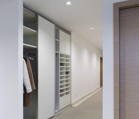 basic S Suspended door system by werner works