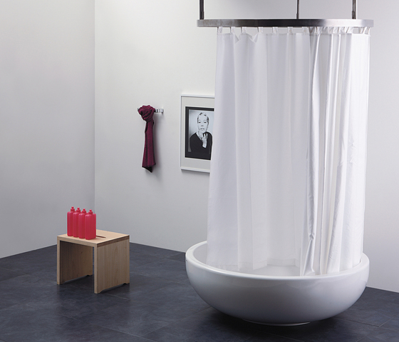 Fontana shower-tub by Ceramica Flaminia