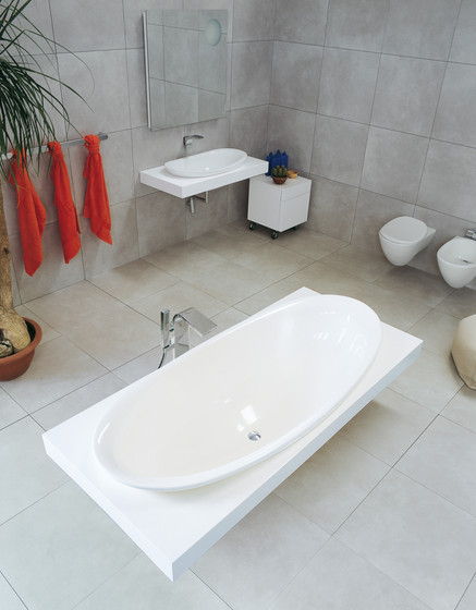 IO bath-tub by Ceramica Flaminia