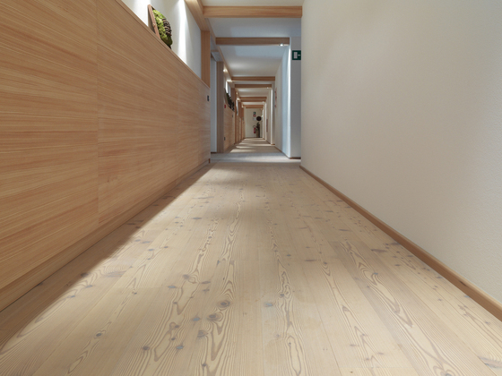 CLASSIC SOFTWOOD Siberian Larch multi-strip knotty white by Admonter