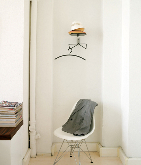 SAUCER Wall practical shelf by Schönbuch