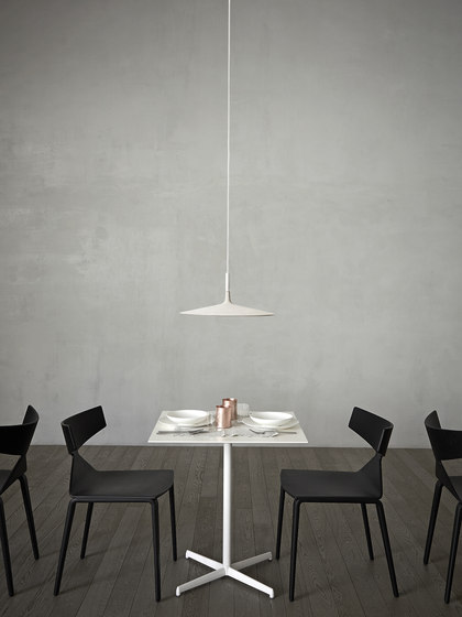 Aplomb Large suspension grise de Foscarini