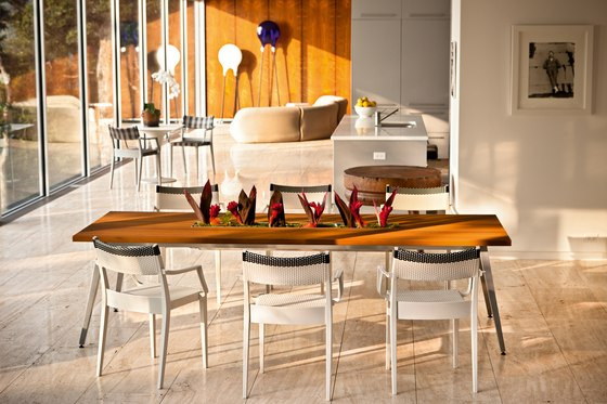 Play Dining table by DEDON