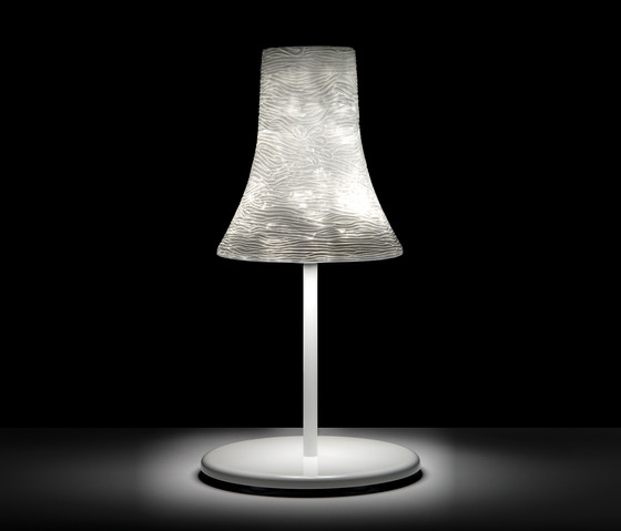 Oscar T Table lamp by Luz Difusión