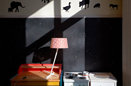 Slant Floor by serien.lighting