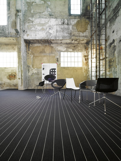 Black Silver Line 900 by OBJECT CARPET
