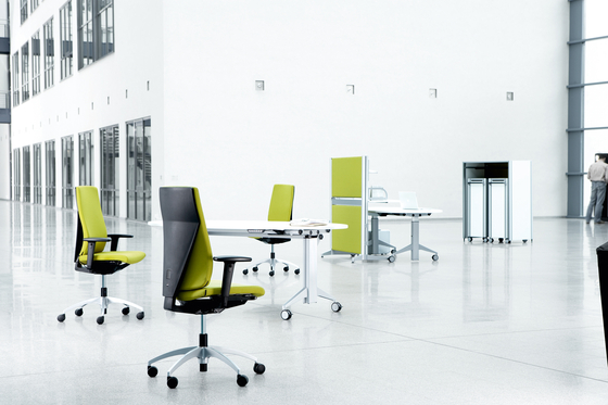 SiGNETA Cantilever chair by König+Neurath