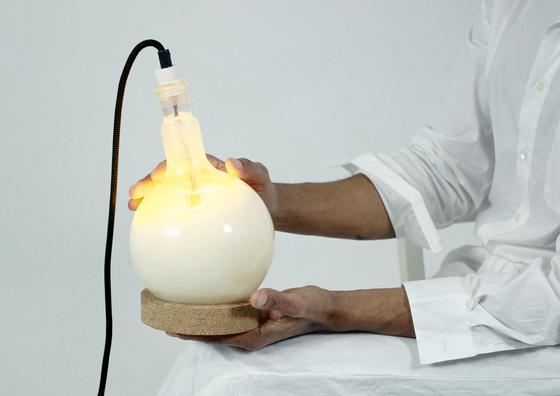 Slow glow lamp di Droog