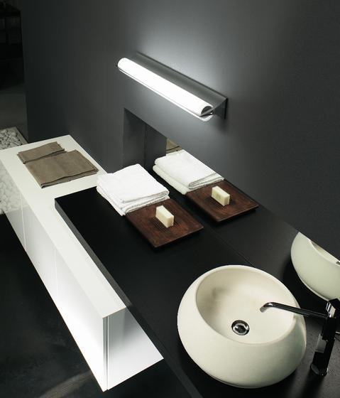 Tratto Wall light by LUCENTE