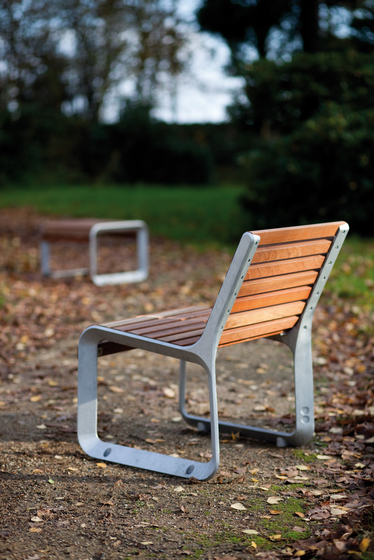portiqoa Park bench by mmcité