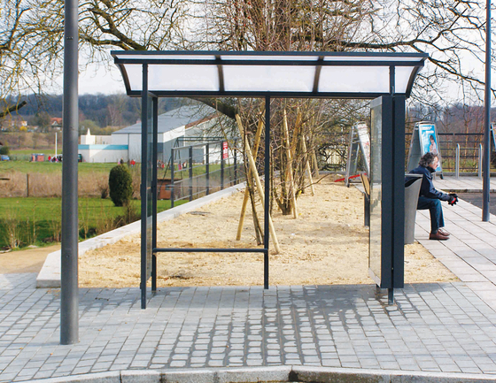 skandum Bus stop shelter by mmcité