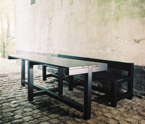 Bench And Table de Feld