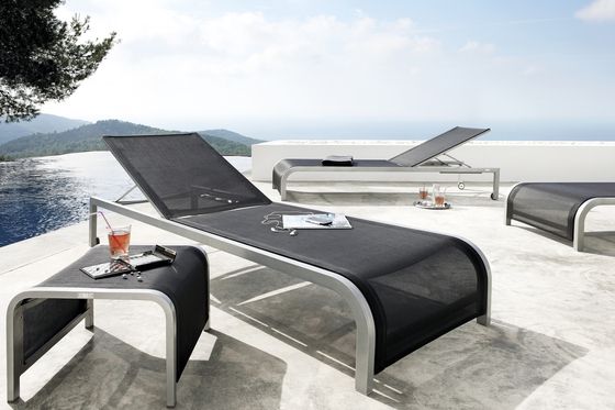 Achilles lounger by Manutti