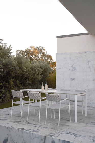 Trento low dining table by Manutti