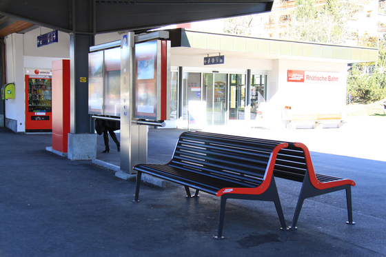 RhB Bench with backrest by BURRI