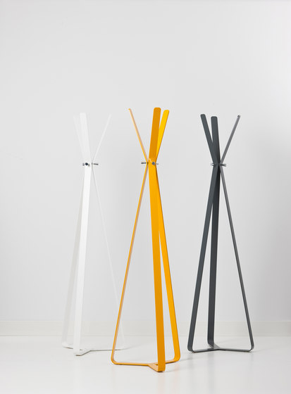 Bend coat stand by Cascando