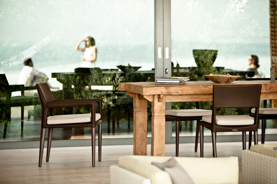 Tribeca Dining table by DEDON