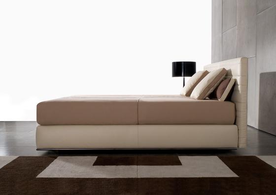 Hamilton Bett von Minotti