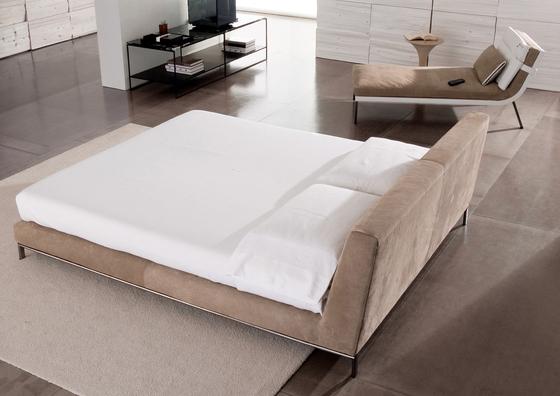 Wyman Bed by Minotti