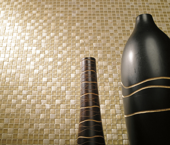 Noohn Stone Glass Mosaics Strip Mix Travertino Tobacco de Porcelanosa