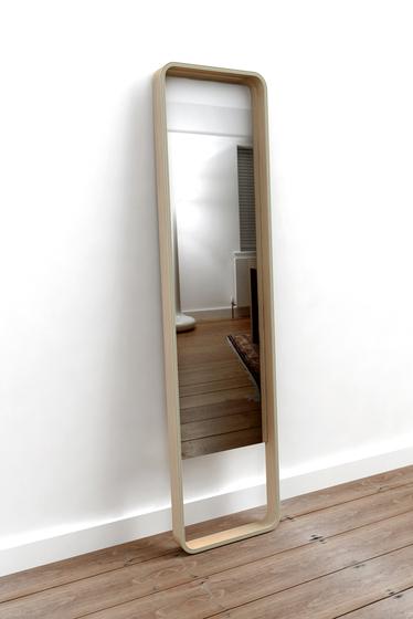 Loop Floor Mirror de Case Furniture