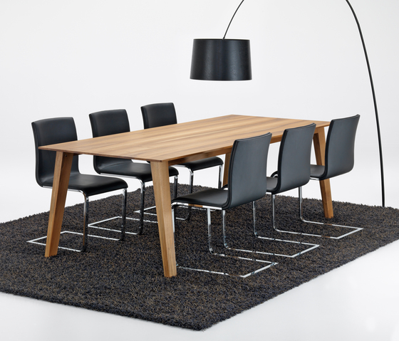 KAI Table by Girsberger
