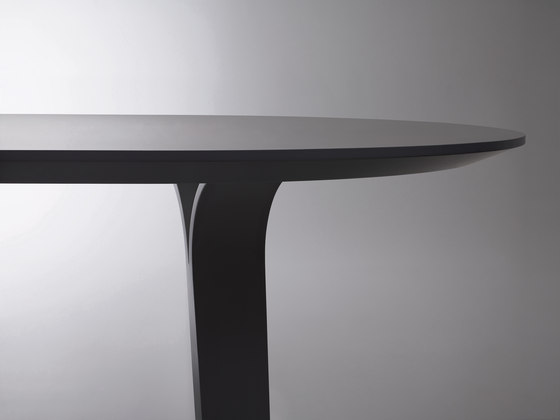 Divido table von Swedese