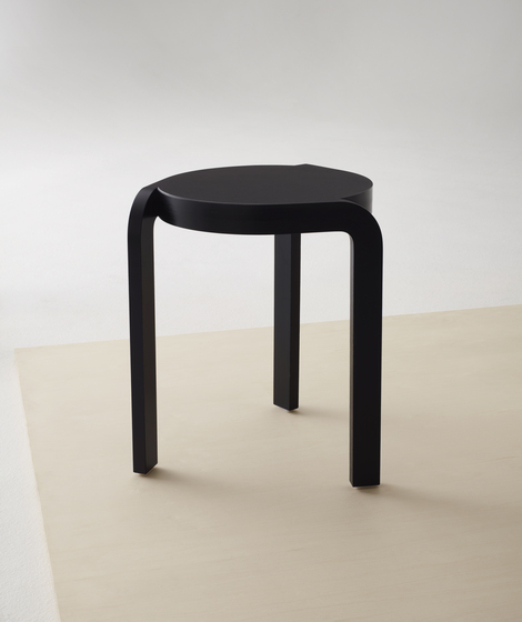 Spin stackable stool di Swedese